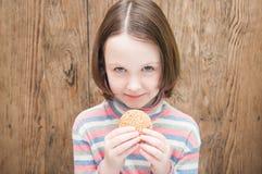 Meisje met koekjes Royalty-vrije Stock Afbeelding