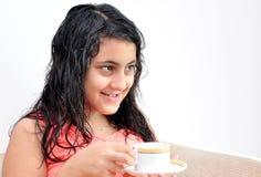 Meisje met koffie Stock Foto's