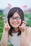 Meisje met konijnoren Stock Foto