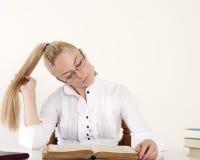 Meisje met lang blond haar Stock Foto's