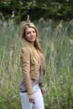 Meisje met lang blond haar Stock Foto