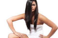 Meisje met lang zwart haar. royalty-vrije stock afbeeldingen