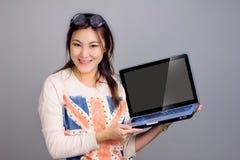 Meisje met laptop voor heden royalty-vrije stock foto's