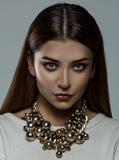 Meisje met luxehalsband Stock Afbeelding