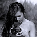 Meisje met middelgrote formaatcamera Royalty-vrije Stock Afbeelding