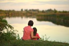 Meisje met moeder Royalty-vrije Stock Fotografie