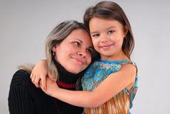 Meisje met moeder royalty-vrije stock afbeeldingen