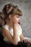 Meisje met mooi antiek kapsel Stock Afbeeldingen