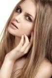 Meisje met mooi glanzend lang haar, gezondheidshuid Royalty-vrije Stock Foto