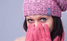 Meisje met mooi oog in roze hoed Royalty-vrije Stock Afbeeldingen