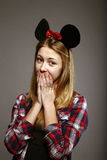 Meisje met muisoren in verrassing Royalty-vrije Stock Foto