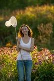 Meisje met netto vlinder stock foto