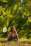Meisje met netto vlinder stock foto's
