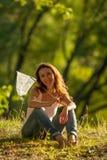 Meisje met netto vlinder stock afbeeldingen