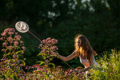 Meisje met netto vlinder royalty-vrije stock afbeeldingen