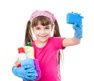Meisje met nevel en spons in handen klaar om met het schoonmaken te helpen royalty-vrije stock foto's