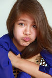 Meisje met ongehoorzaam gezicht royalty-vrije stock afbeeldingen