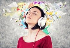 Meisje met oortelefoons Stock Afbeelding