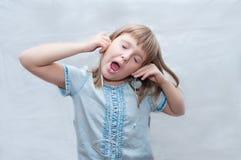 Meisje met oortelefoons Stock Foto