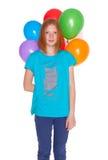 Meisje met opblaasbare ballons dat op witte achtergrond wordt geïsoleerd Royalty-vrije Stock Afbeelding