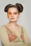 Meisje met oranje make-up Stock Afbeelding
