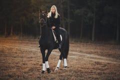 Meisje met paard Stock Foto's
