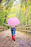 Meisje met paraplu stock afbeeldingen