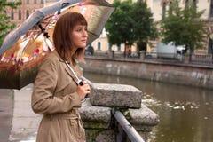 Meisje met paraplu royalty-vrije stock fotografie