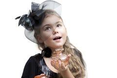 Meisje met parfumfles stock afbeeldingen