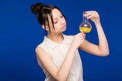 Meisje met pillen Stock Afbeelding