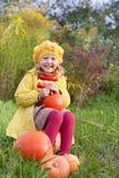 Meisje met pompoen Stock Afbeelding