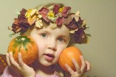 Meisje met pompoenen royalty-vrije stock foto