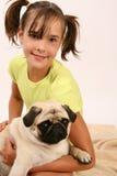 Meisje met pug Royalty-vrije Stock Fotografie