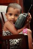 Meisje met radio Royalty-vrije Stock Afbeeldingen