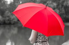 Meisje met rode paraplu Stock Foto