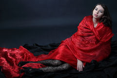Meisje met rode sjaal Royalty-vrije Stock Afbeeldingen