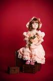 Meisje met roze bloem Royalty-vrije Stock Afbeeldingen