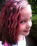 Meisje met roze golvend haar Stock Fotografie