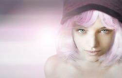 Meisje met roze pruik royalty-vrije stock foto's