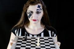 Meisje met schaak Stock Afbeeldingen