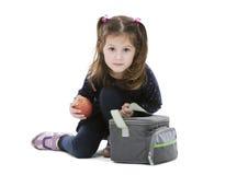 Meisje met schoolmaaltijdzak Stock Foto