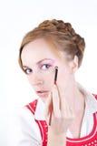 Meisje met schoonheidsmiddelenborstels stock afbeelding