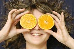 Meisje met sinaasappel Royalty-vrije Stock Foto's
