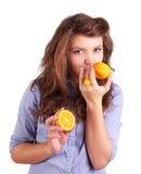 Meisje met sinaasappel Stock Afbeeldingen