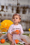 Meisje met sinaasappelen Stock Foto