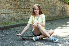 Meisje met skateboard royalty-vrije stock fotografie