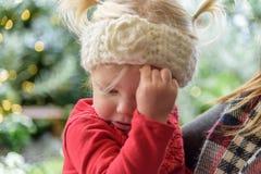 Meisje met slechte koude in de winter Stock Foto