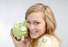 Meisje met spaarvarken Stock Fotografie