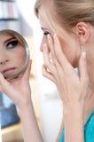 Meisje met spiegel Royalty-vrije Stock Foto's