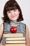Meisje met stapel boeken Stock Fotografie